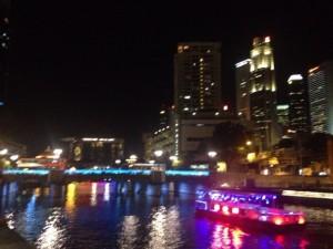 シンガポールの夜は更けていき・・・眠らない夜・・・ではなく、お酒の販売は10時以降NG!